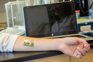 Flexible wearable sensor for detecting alcohol level can be worn on the arm.